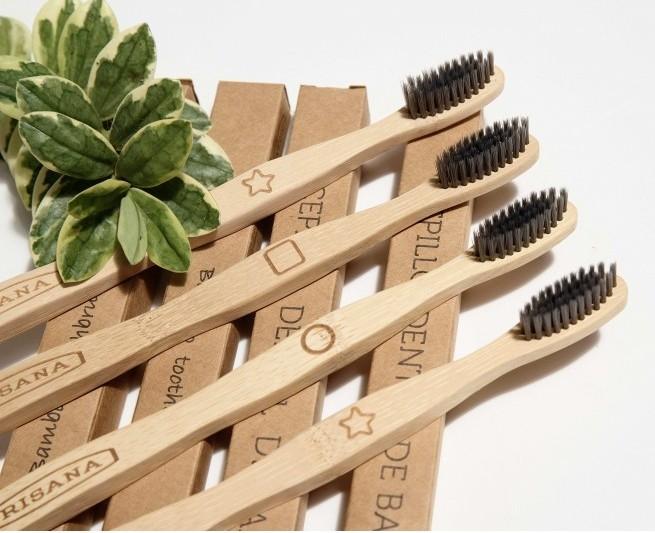 Periuta de dinti din bambus, cu carbon activ - Irisana